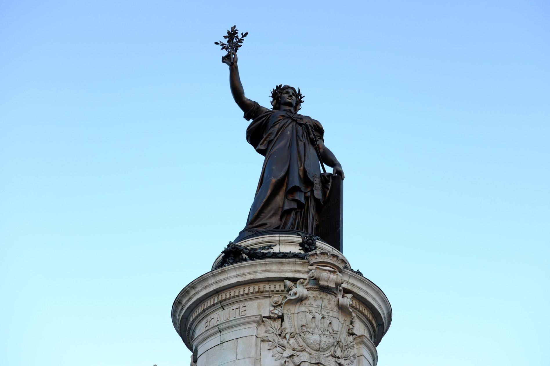 La statue de la place de la République entre les 10 ème et 3 ème arrondissement de Paris