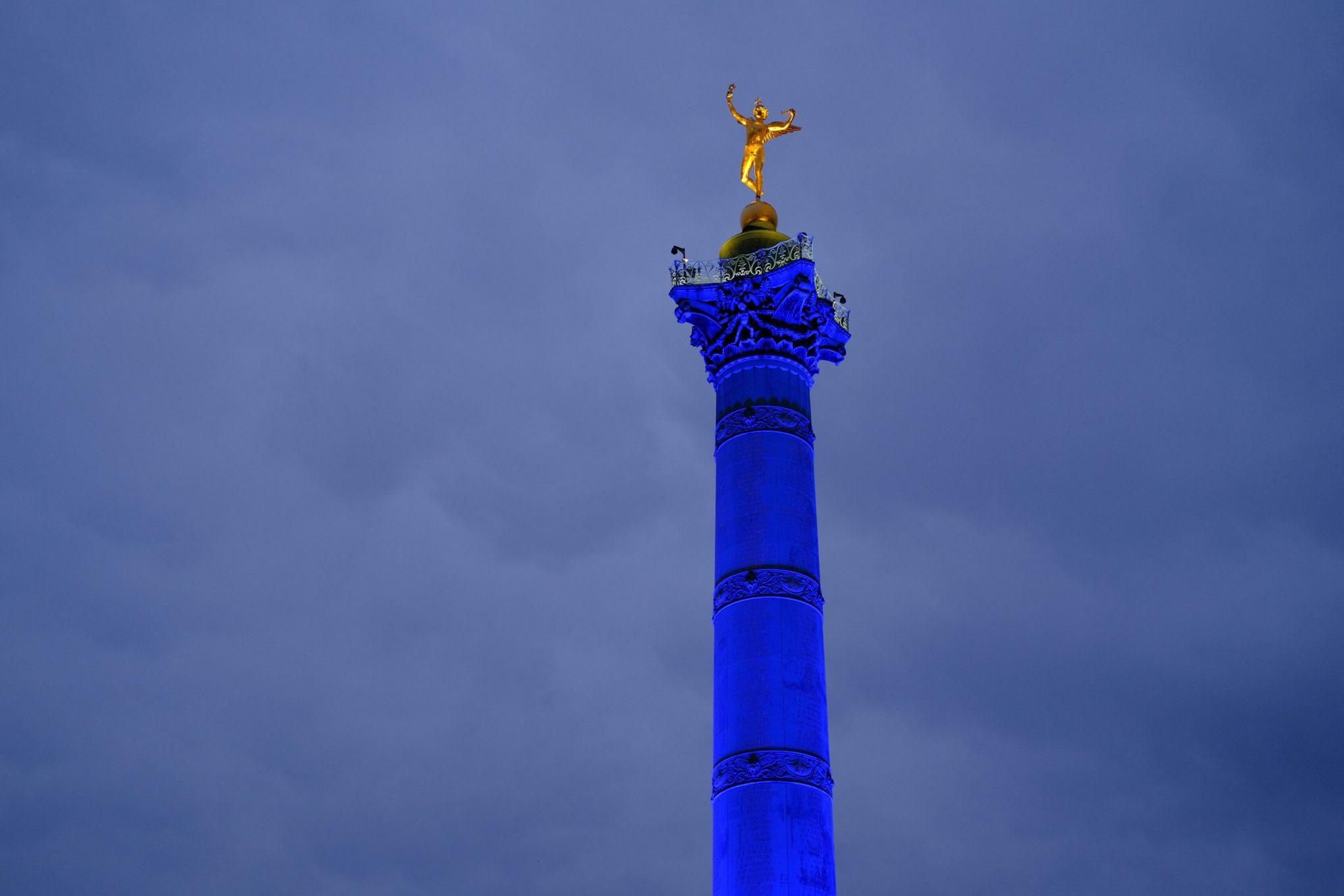 La superbe colonne de la place de la Bastille à la jonction de trois arrondissements parisiens