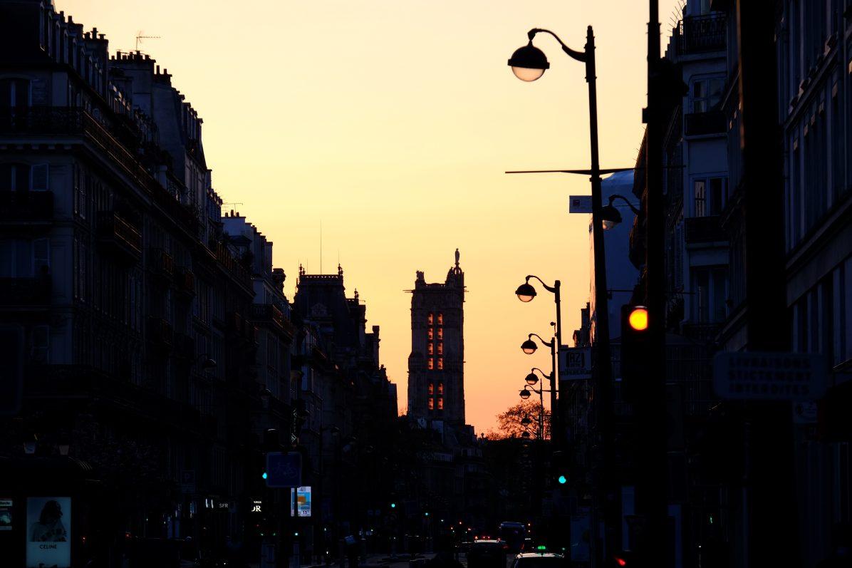 La tour Saint-Jacques au coucher du soleil