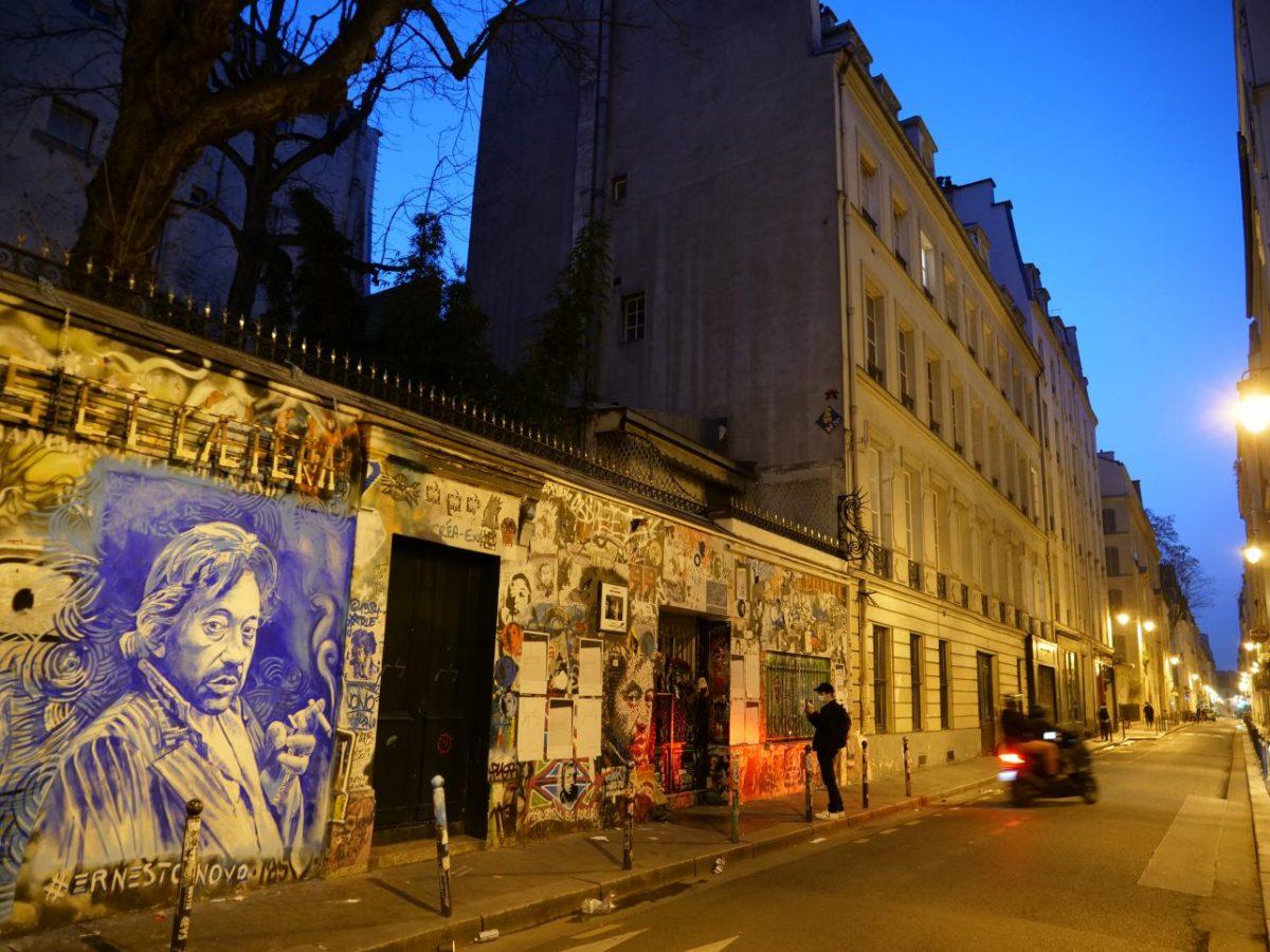 Le 5 bis rue de Verneuil dans le VII ème pendant l'heure bleue