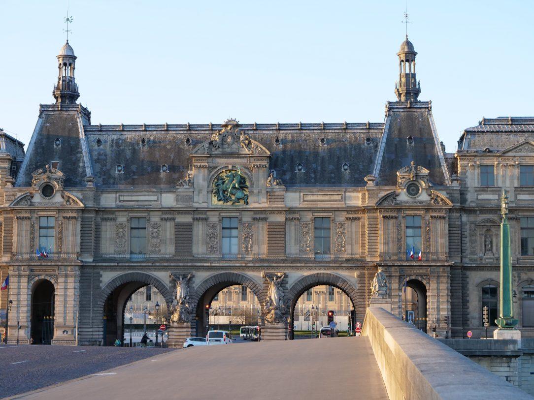 Le Palais du Louvre vue depuis le pont du Carrousel