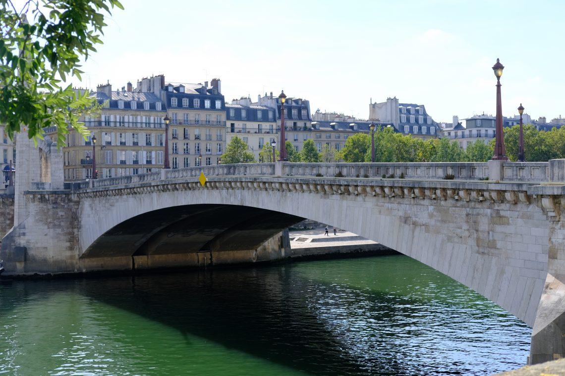 Le joli pont de la Tournelle entre le 5 ème et l'île Saint-Louis