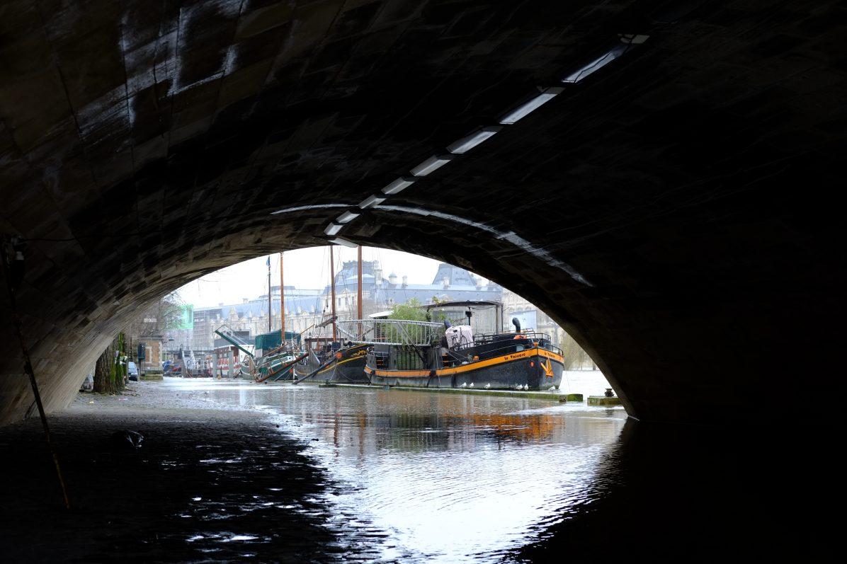 Le long de la Seine en contre bas du quai de Conti