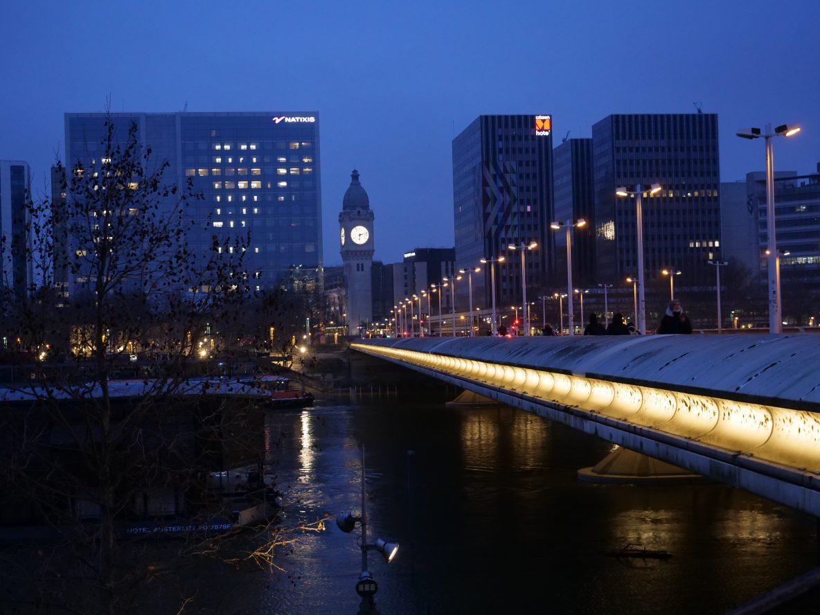 Le pont Charles de Gaulle et le quartier d'affaires de la gare de Lyon
