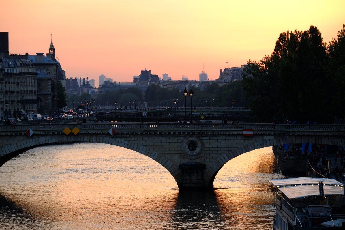 Le pont Louis Philippe un soir d'été