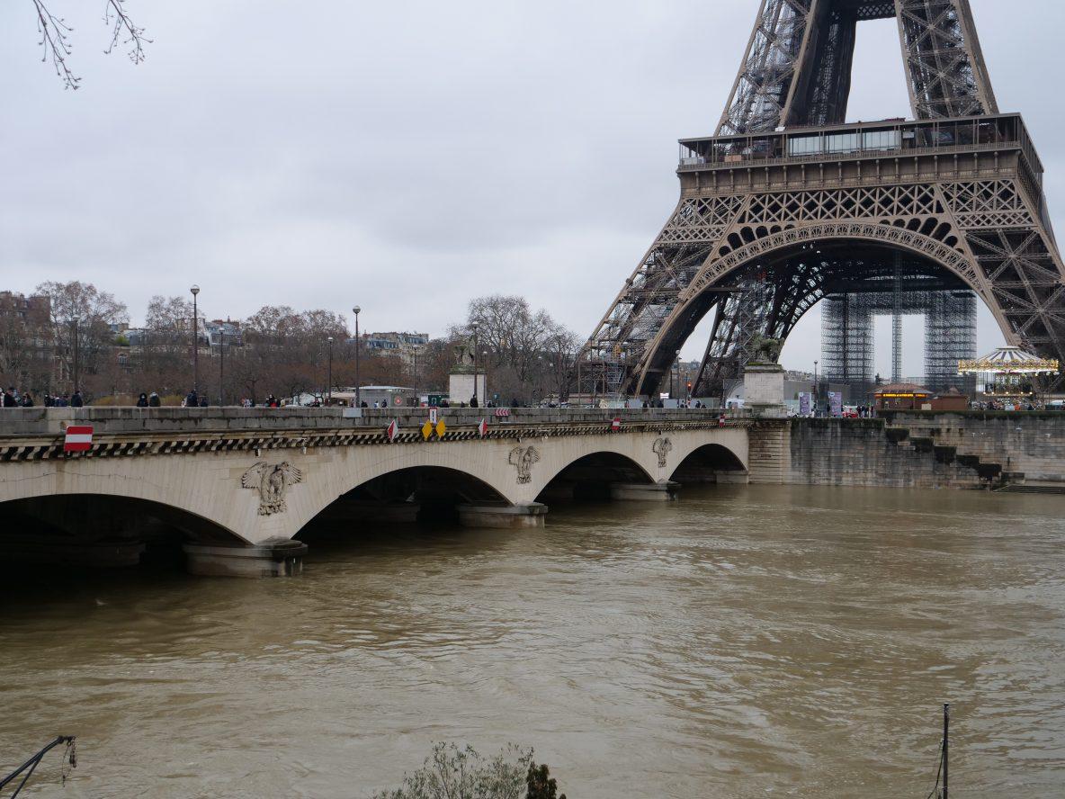 Le pont d'Iéna avec la tour Eiffel en toile de fond