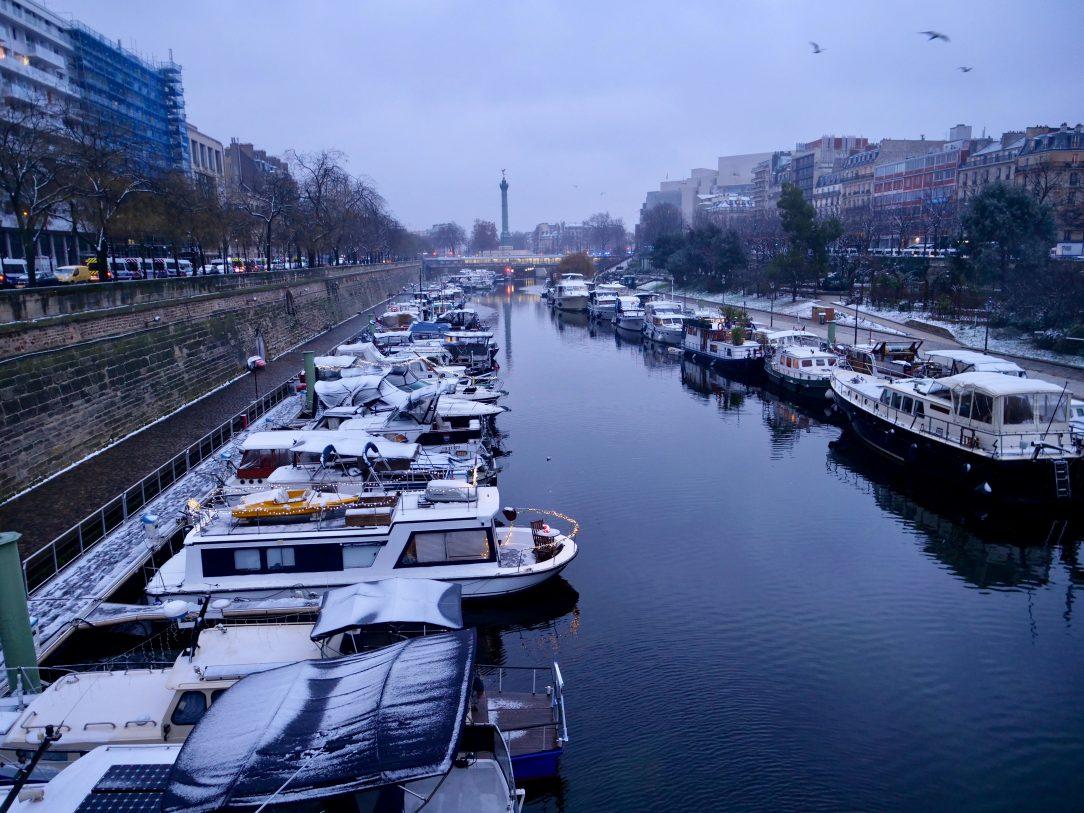 Le port de l'Arsenal au crépuscule entre 12 ème et 4 ème arrondissement de Paris
