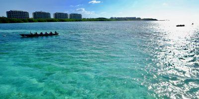 Les eaux bleues turquoises à Cancoon