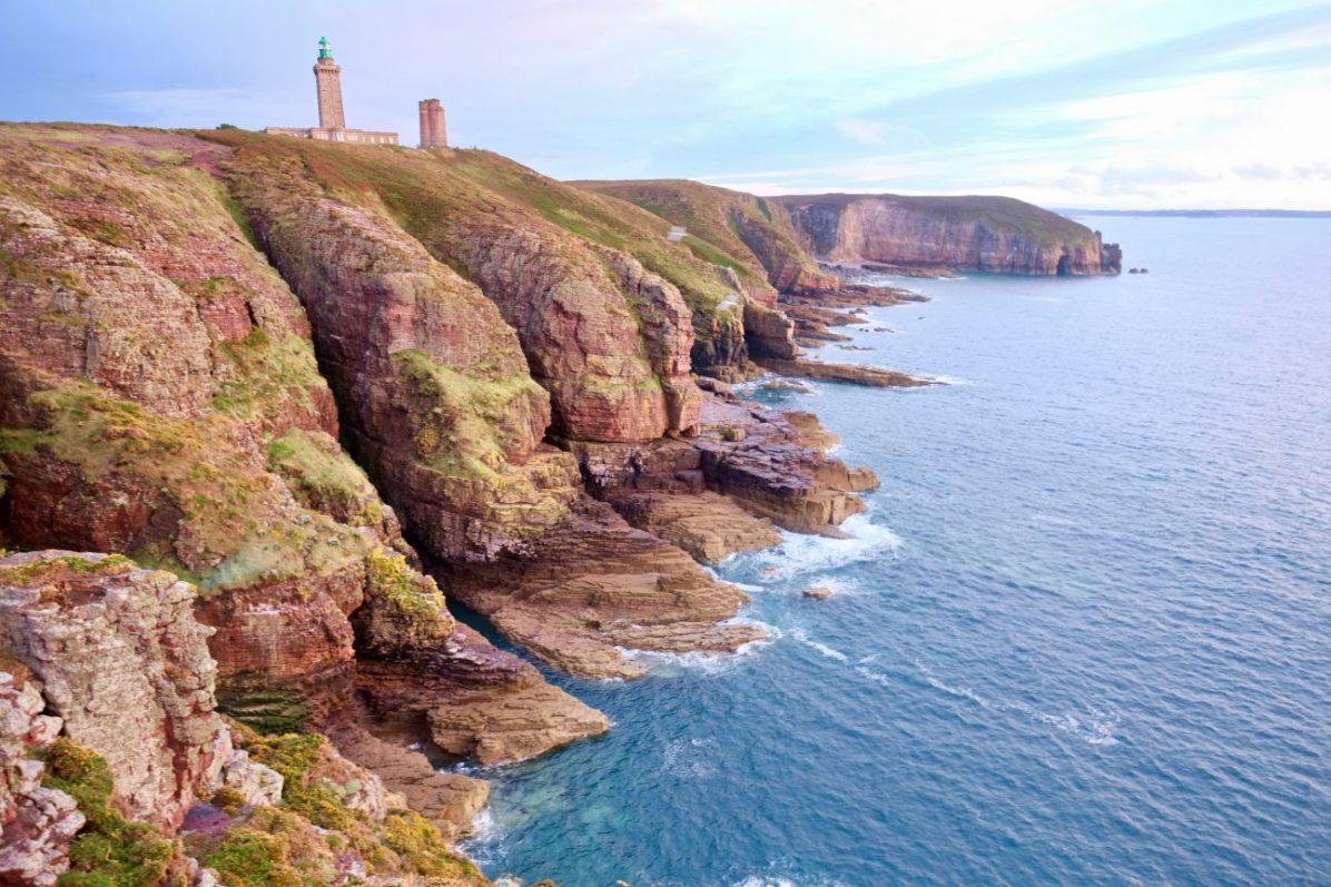 Les splendides falaises du cap Fréhel dans les côtes d'Armor
