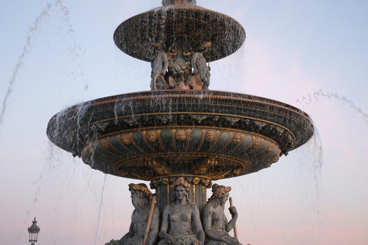 L'une des deux fontaines de la place de la Concorde
