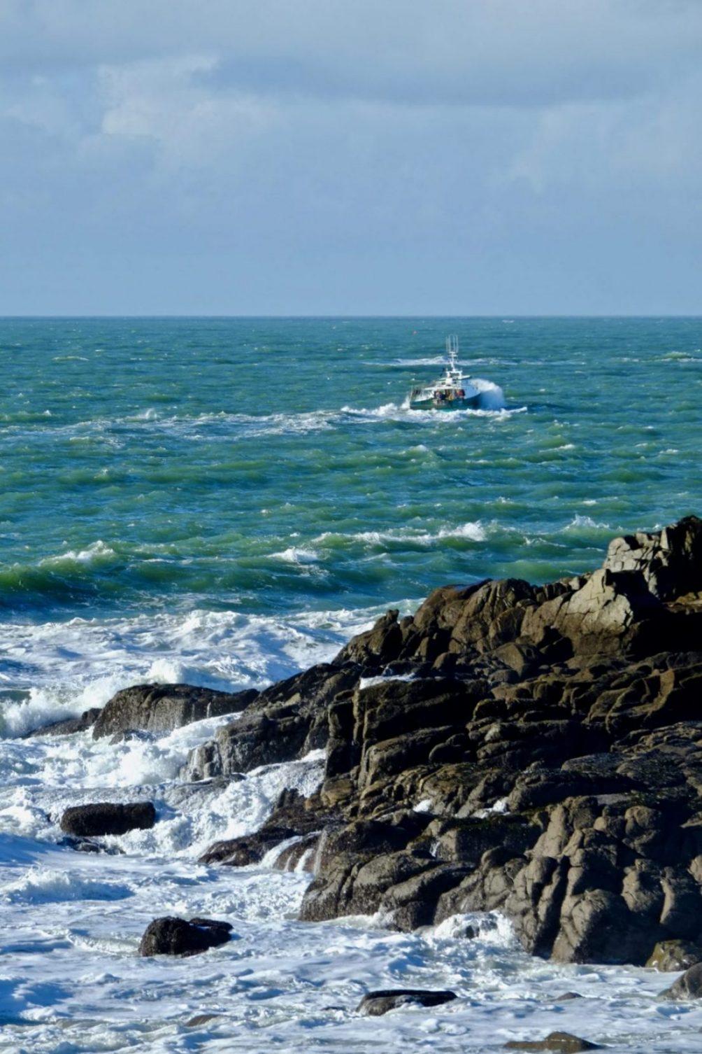 Malgré le mauvais temps et les risques, les marins embarquent tous les jours