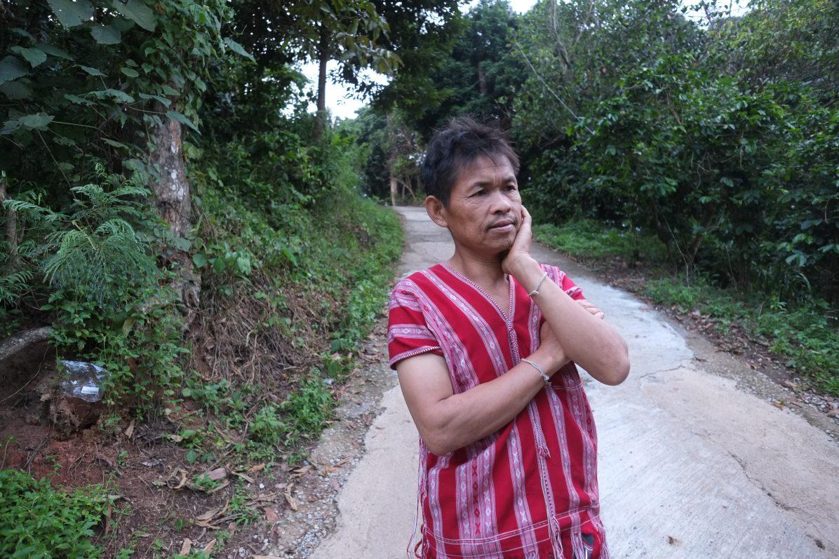 Portrait d'un agriculteur thaïlandais qui raconte son aventure de producteur de café