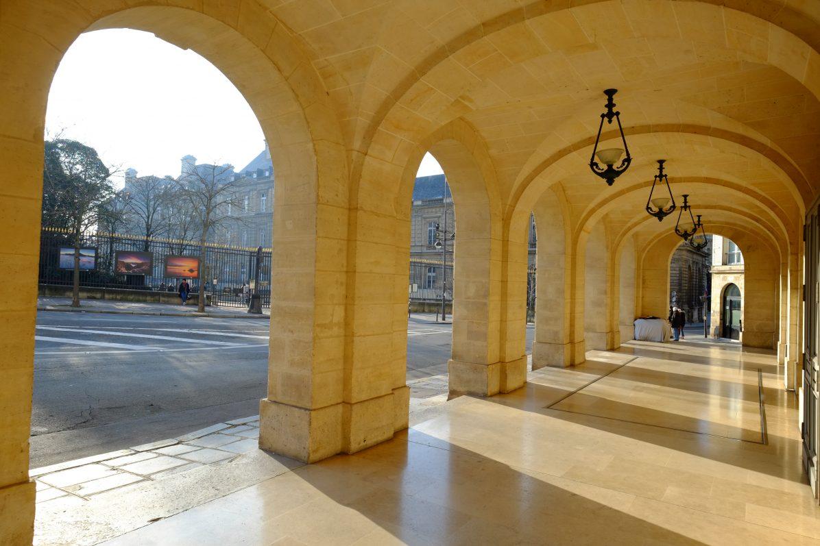 Sous les arches du théâtre de l'Odéon