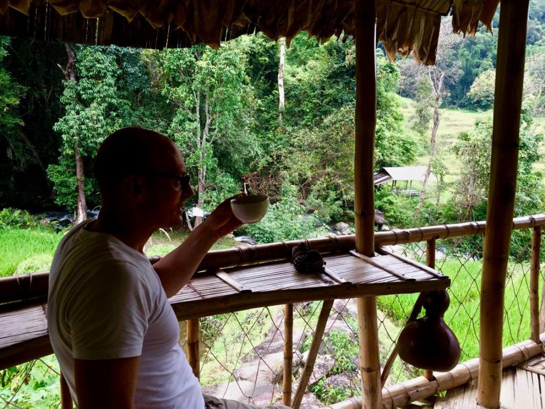 Un bon café avec une vue incroyable sur les rizières