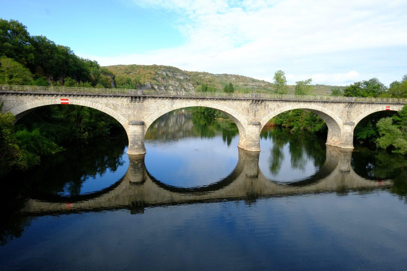 Un pont près de Cennevières en Occitanie, l'une des plus grandes régions de France