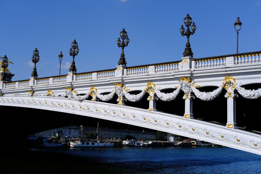 Un zoom sur le pont Alexandre III depuis le Quai d'Orsay