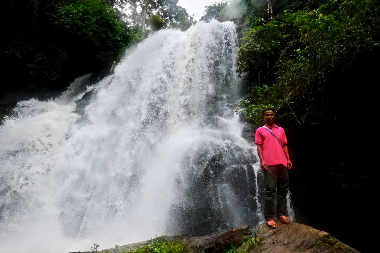 Une cascade dans le parc national de Doi Inthanon