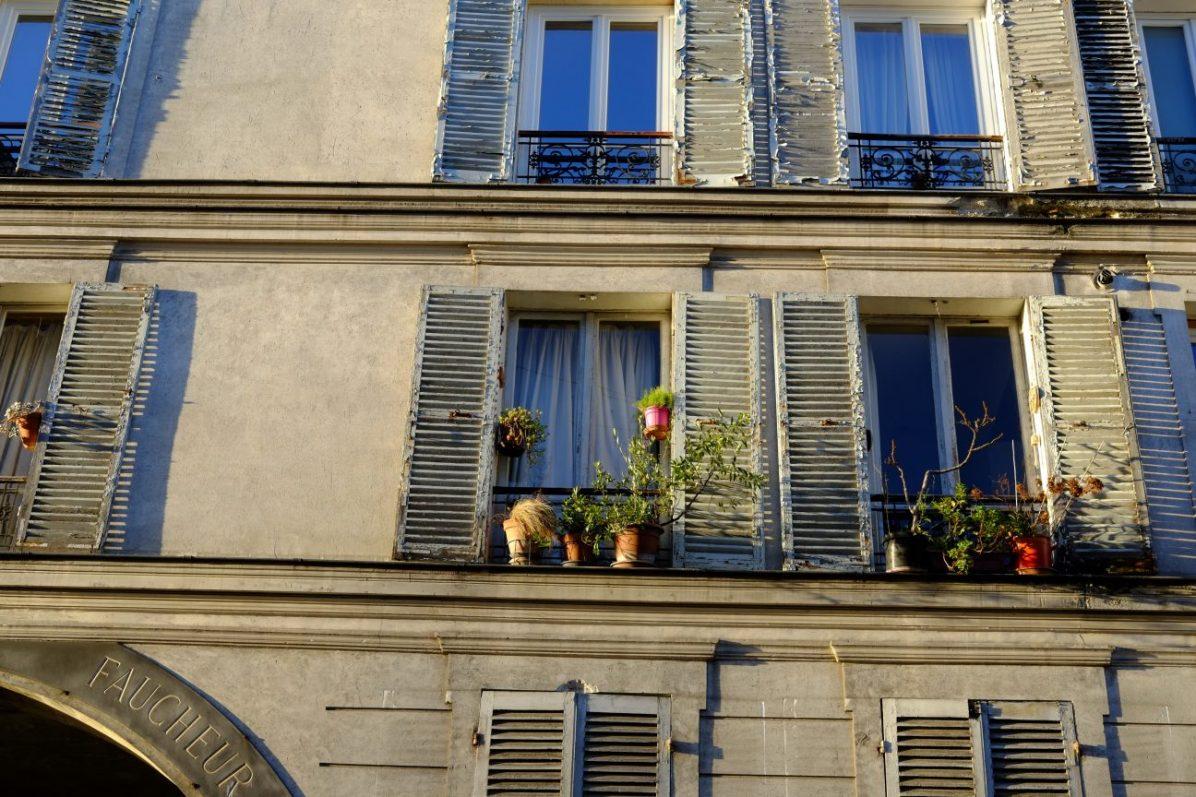 Une façade rue des Envierges dans le XX ème