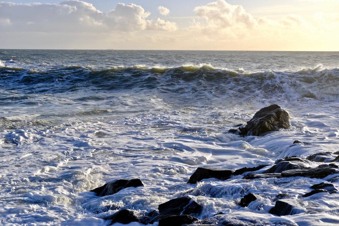 Une vague en fin de journée à Batz-sur-mer