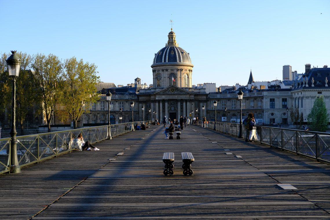 Une vue du pont des arts, depuis la passerelle au printemps