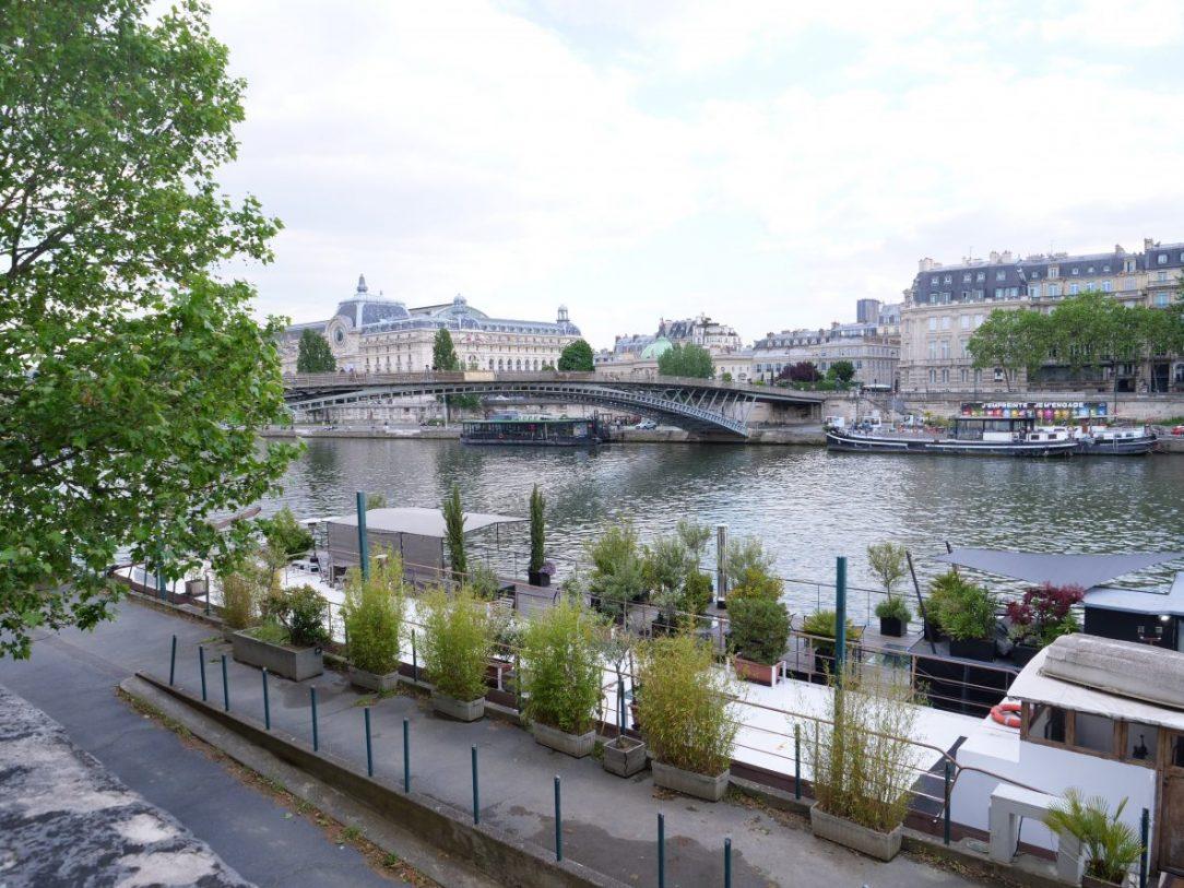 Une vue sur les quais du septième arrondissement depuis le quai des Tuileries