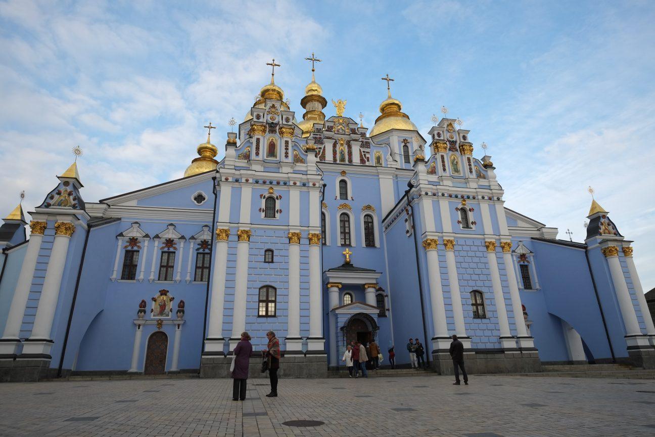 une belle église dans la capitale ukrainienne dans le Monastère de Saint-Michel et Alexandre
