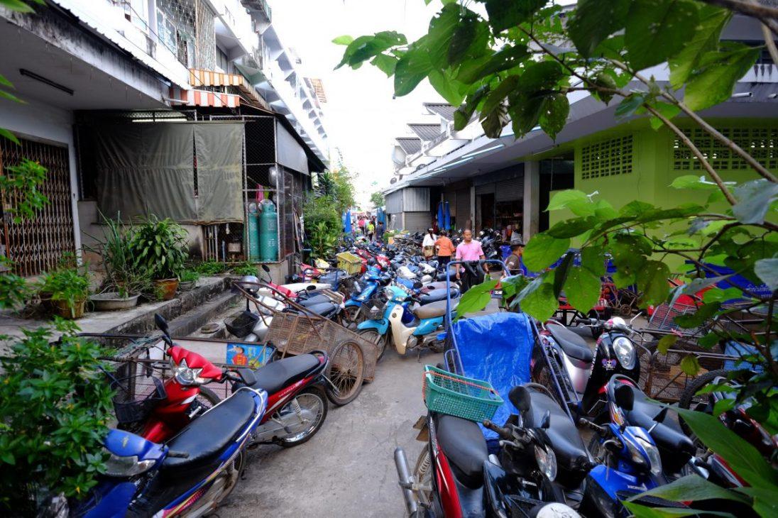 Dans les rues de Nan l'une des villes les plus propres d'Asie