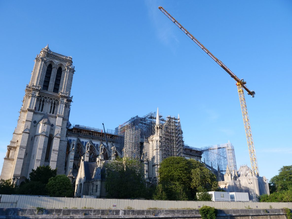 La cathédrale et sa grue le 24 juin 2020