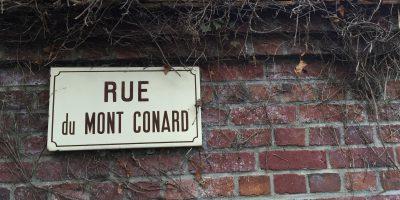 La rue du Mont Conard à Lyons la Forêt