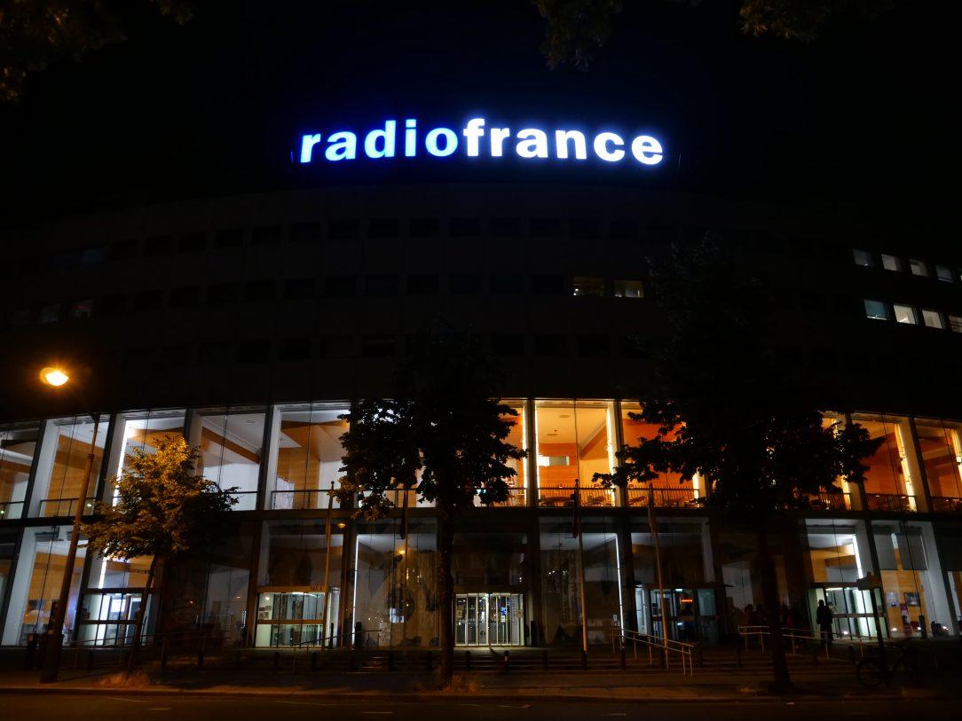 Le bâtiment de Radio France pendant la nuit