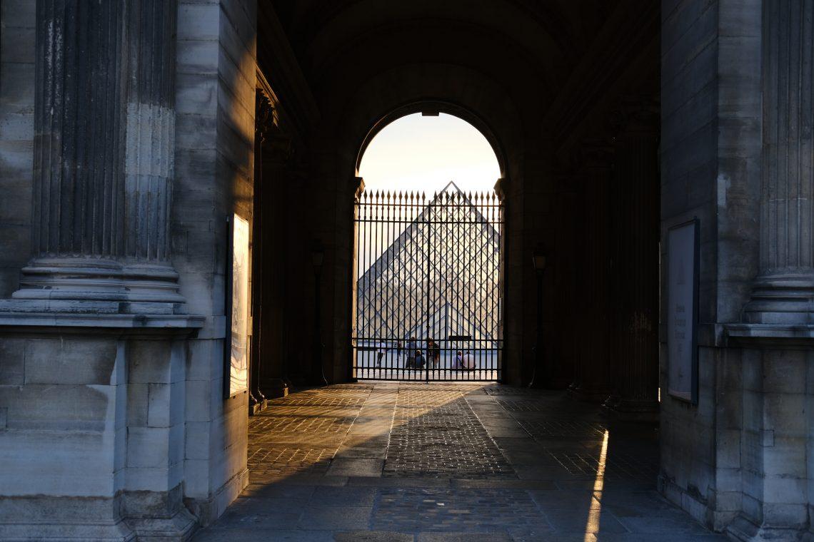 Le musée du Louvre et sa Pyramide de verre