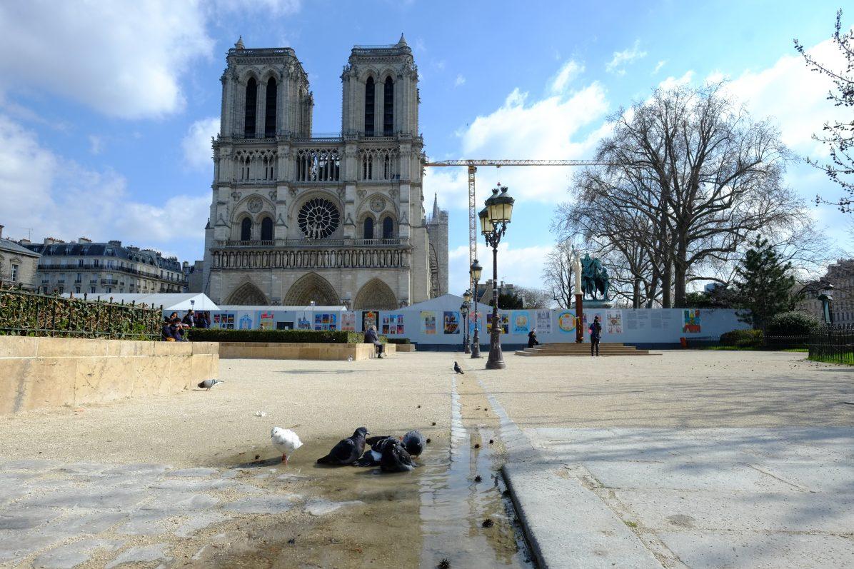 Le parvis de Notre Dame de Paris le vendredi 19 mars 2021