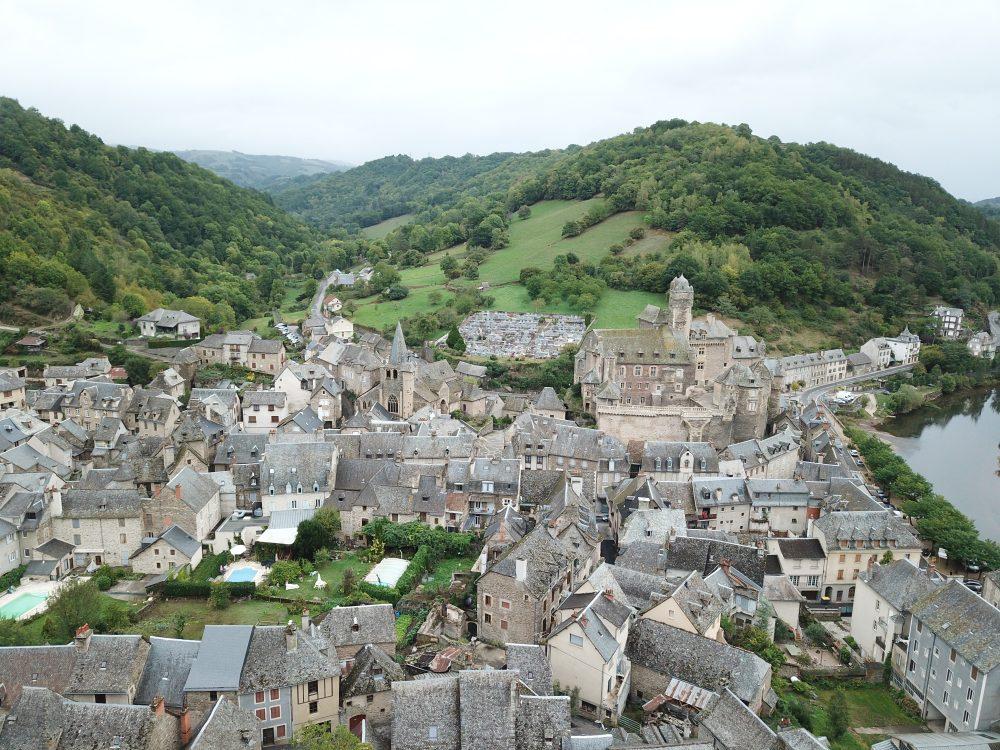Le village d'Estaing est l'une des étapes du chemin de Saint-Jacques de Compostelle