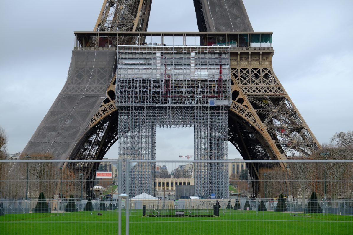 Les travaux de rénovations de la Tour Eiffel sont en cours - février 2021