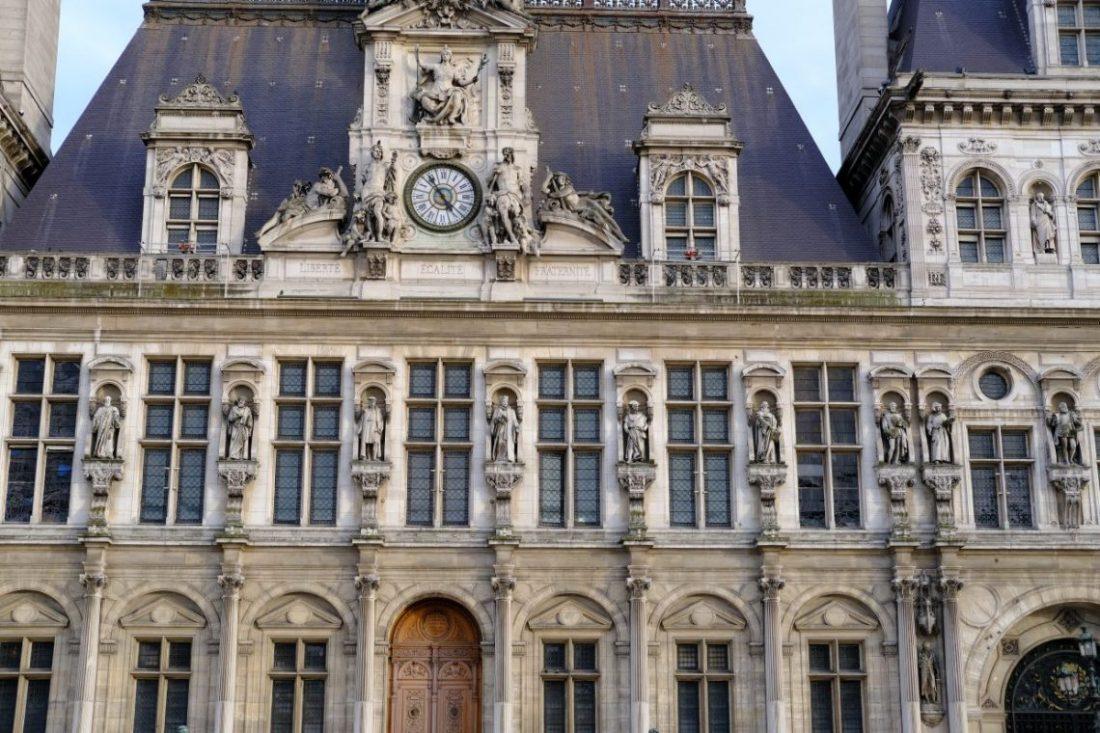 L'hôtel de ville, l'une des plus belles façades de Paris