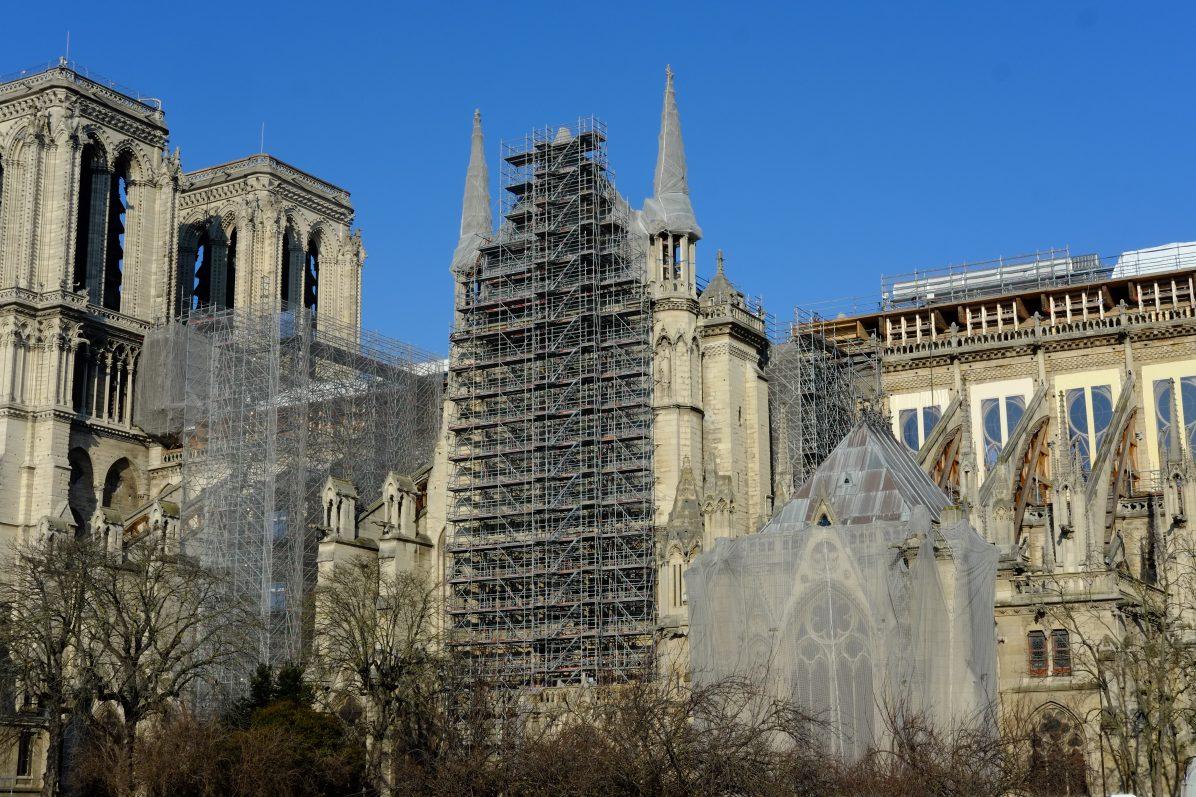 Notre Dame de Paris sous le soleil le 9 janvier 2021