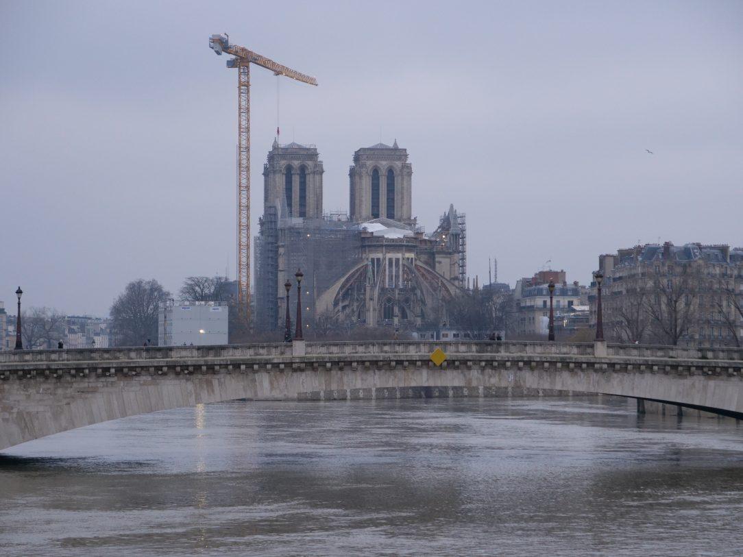 Notre Dame de Paris sous les nuages en le 9 février 2021