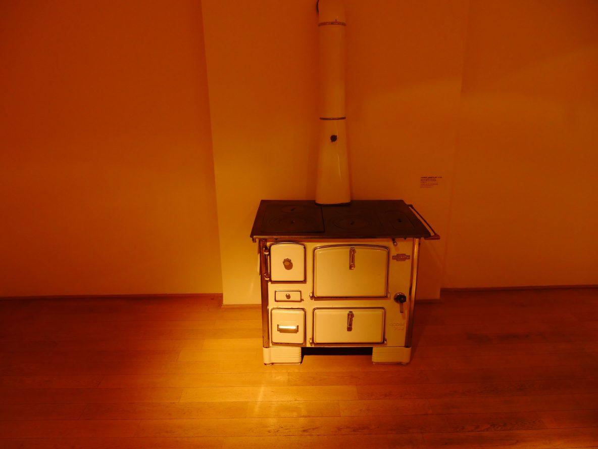 Un poêle à bois Godin fabriqué à Guise