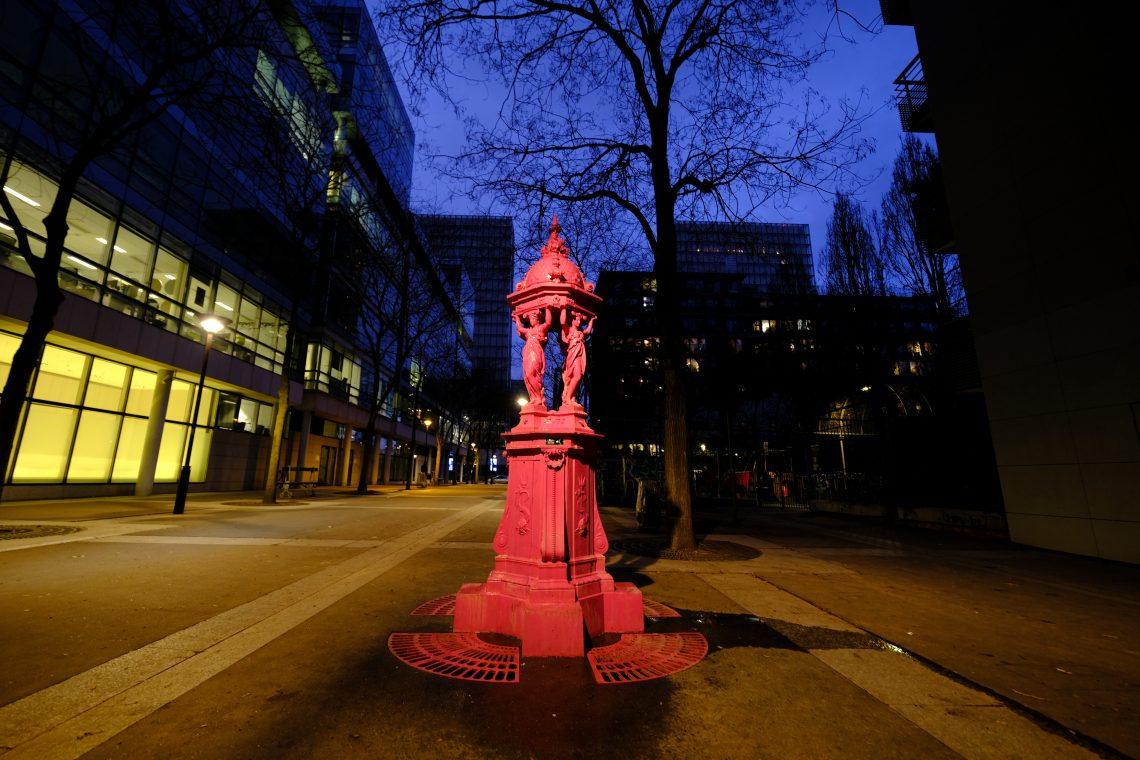 Une fontaine Wallace repeinte en rose dans le 13 ème arrondissement de Paris