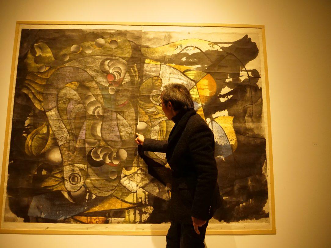 A la découverte de peintures contemporaines dans en compagnie de l'artiste