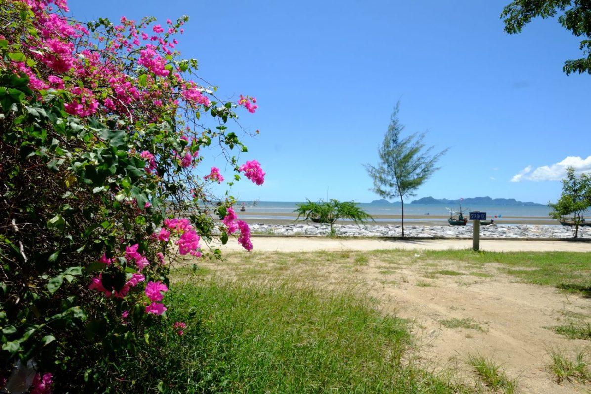 La côte non loin de Huan Hin dans le parc nationale de Khao Sam Roi Yot
