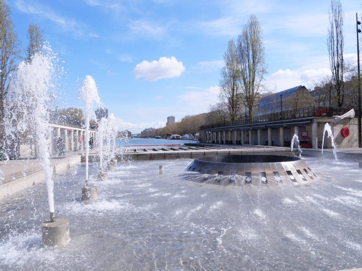 La fontaine quai de Loire en face du bassin de la Villette