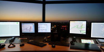 La vue depuis la tour de contrôle sur les pistes d'Orly