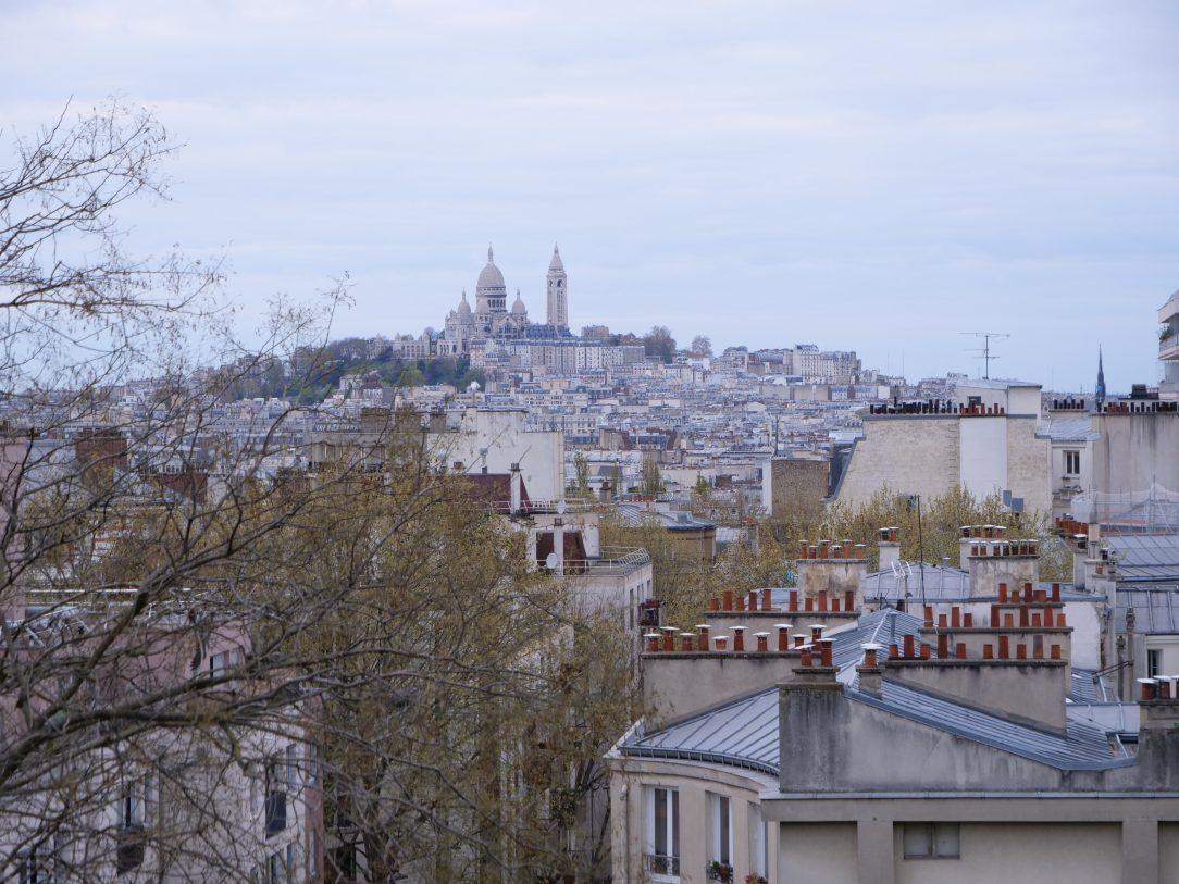 La vue sur Montmartre depuis la butte Bergeyre