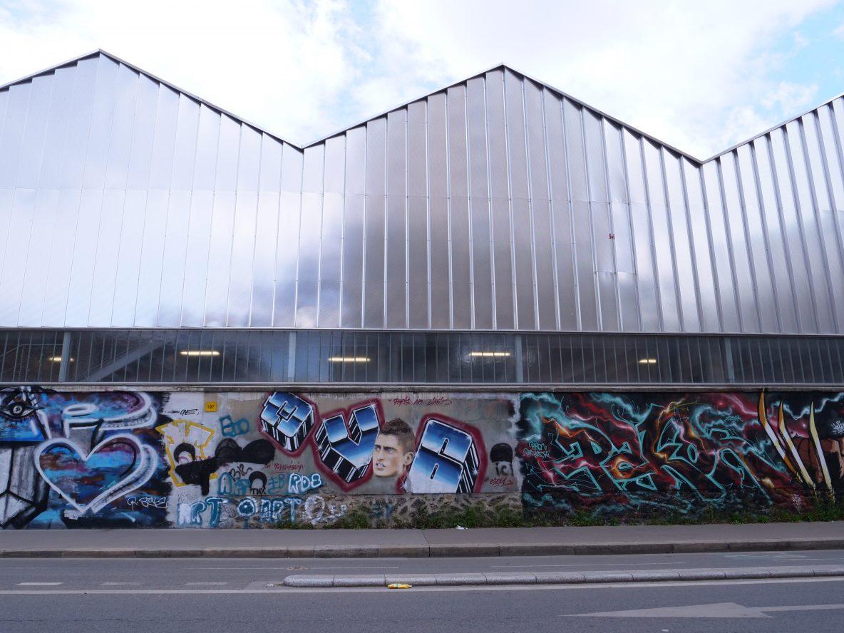 Quelques fresques urbaines le long des entrepôts de la SNCF rue d'Aubervilliers
