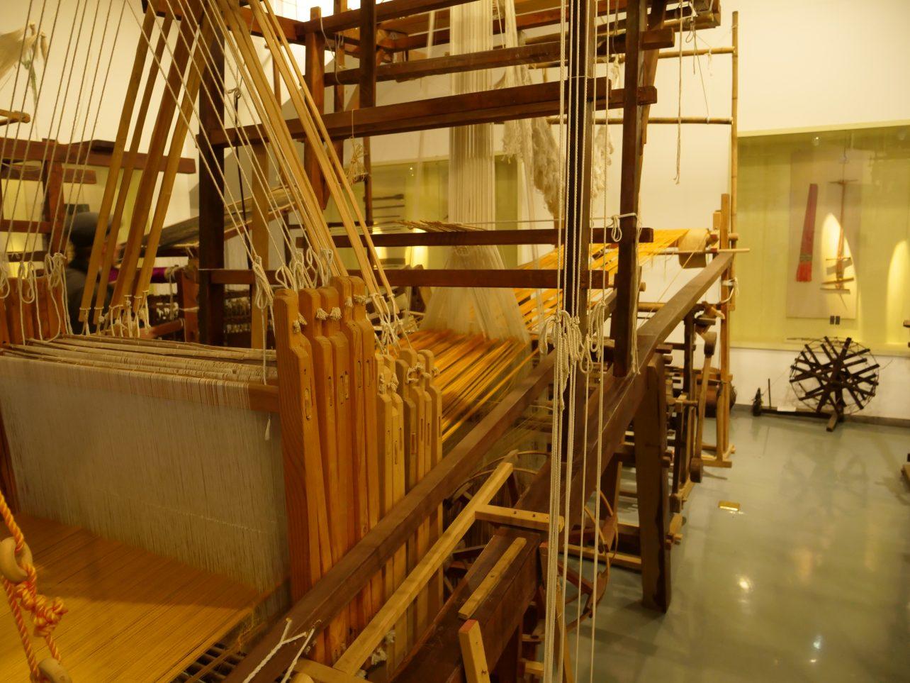 Un métier à tisser la soie au musée Dongyun