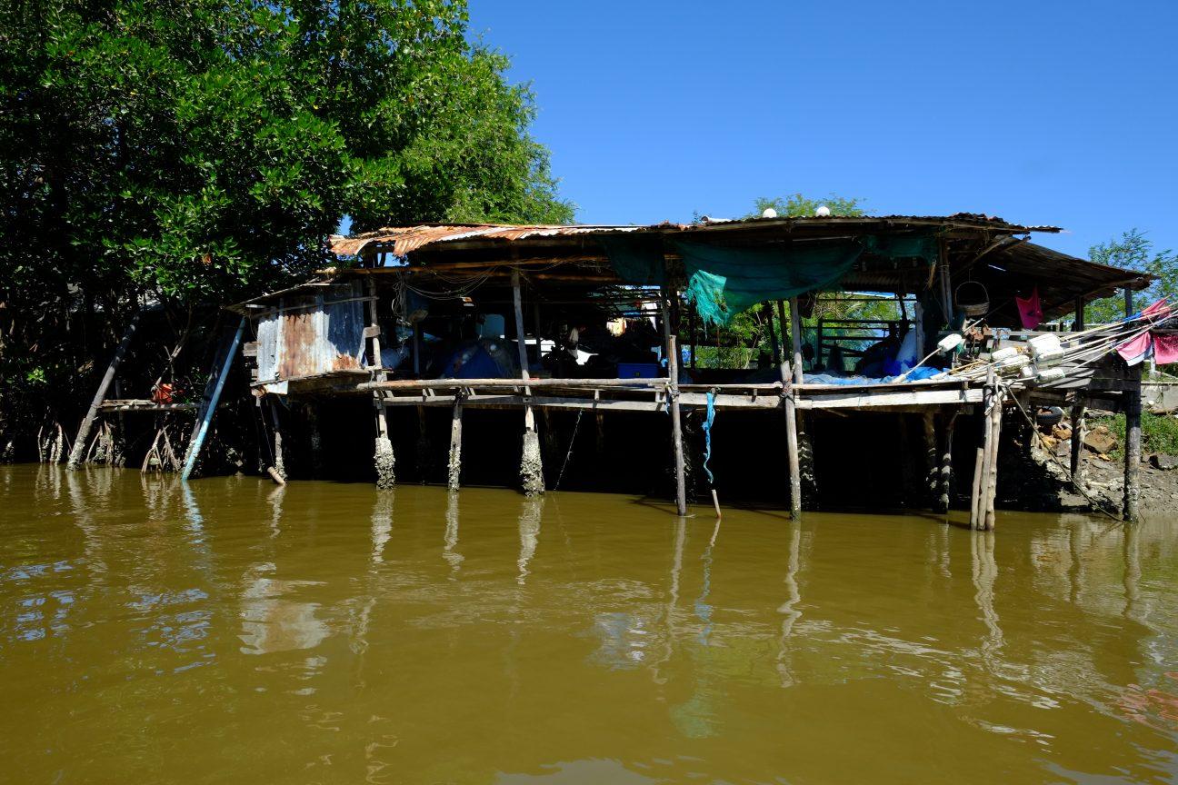 Une petite maison sur pilotis à Bang Pu en Thaïlande