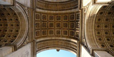 L'Arc de Triomphe vue du dessous