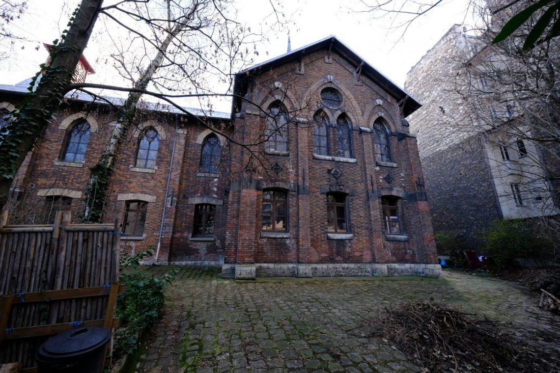 La façade historique côté nord de l'église Saint-Serge