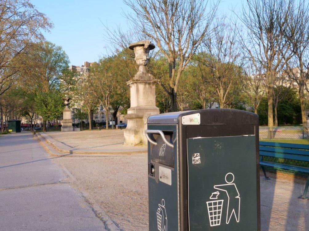 Les fameuses poubelles intelligentes équipées d'un panneau solaire le nouveau mobilier urbain à Paris